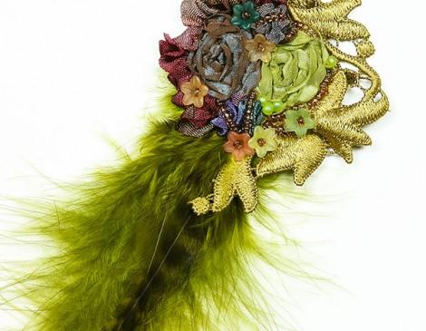 broche vert or