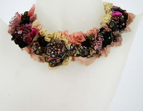 collier dentelle collloier romantoque collier dentelle rose